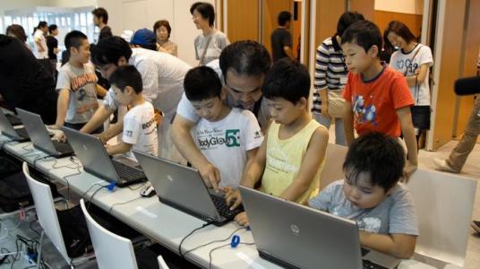 FGJ 2011 Kids playing games w developers at Community Hall by Ryo Shimizu